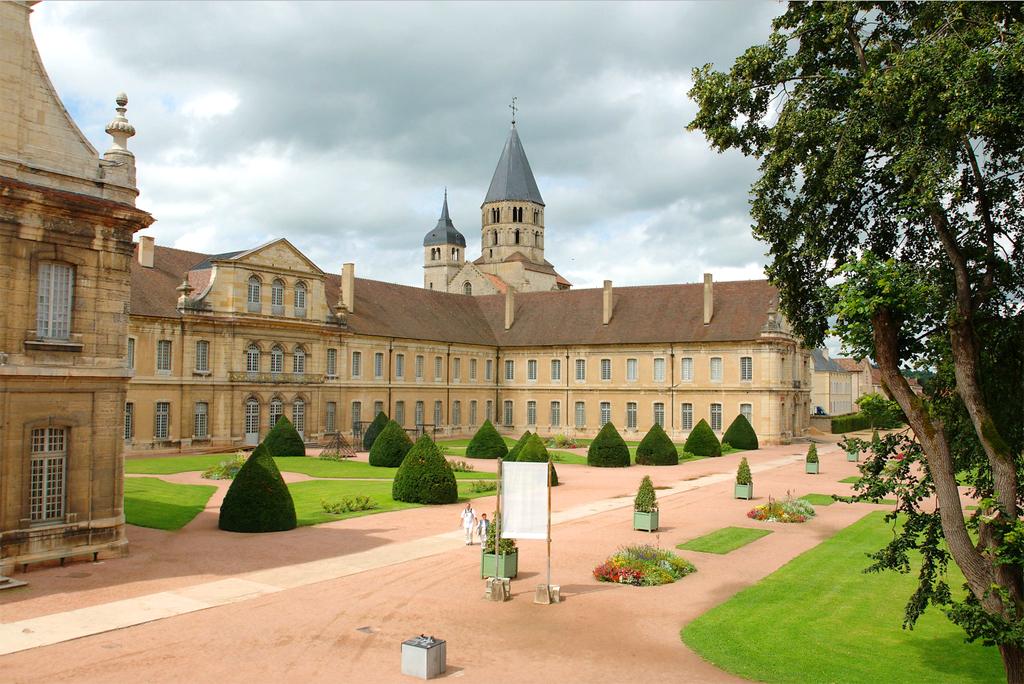 Visiter l 39 abbaye de cluny horaires tarifs prix acc s - Abbaye de citeaux horaires des offices ...